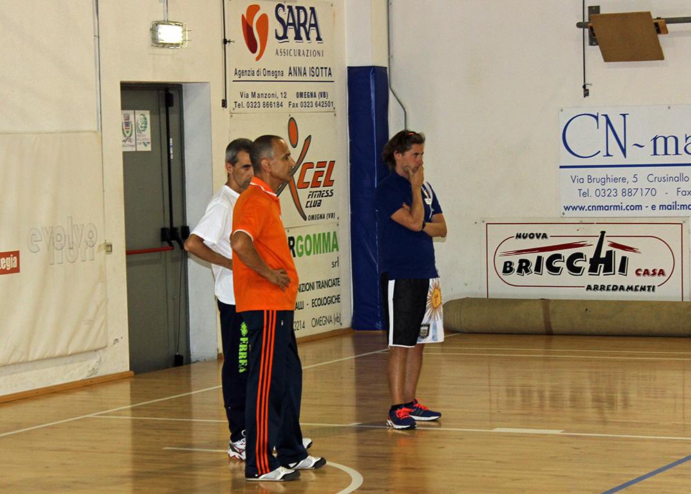 Tutti-i-coach-durante-l'allenamento